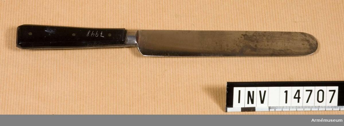 """Grupp nr C II Kniv med benskaft med påskriften """"Hunter, Sheffield."""".  Samhörande nr är AM.14697-14707"""