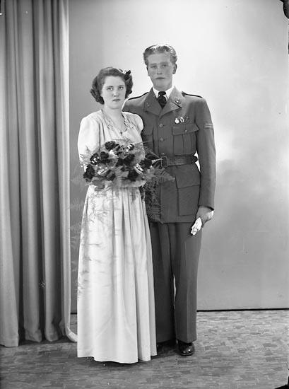 """Enligt fotografens journal nr 5 1944-1950: """"Johansson, Johannes Starrkärr, Ödsmål""""."""