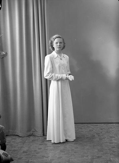 "Enligt fotografens journal nr 7 1944-1950: ""Oskarsson, Elsie Krontofta Ödsmål""."
