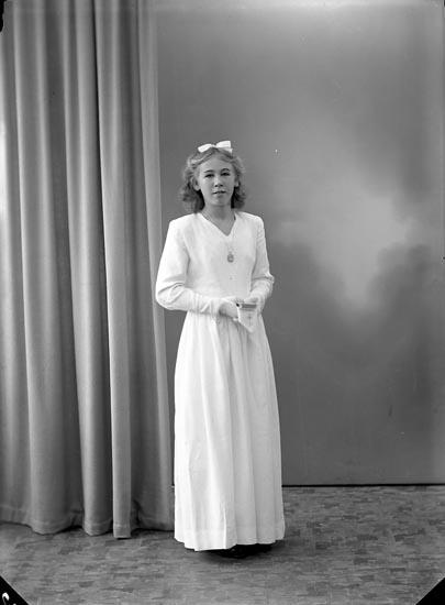"Enligt fotografens journal nr 7 1944-1950: ""Berntsson, Gudrun Burås Svanesund""."
