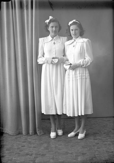 """Enligt fotografens journal nr 7 1944-1950: """"Olsson, Ingrid, Kerstin Karlsson, Widdesgärd - Kläpp""""."""