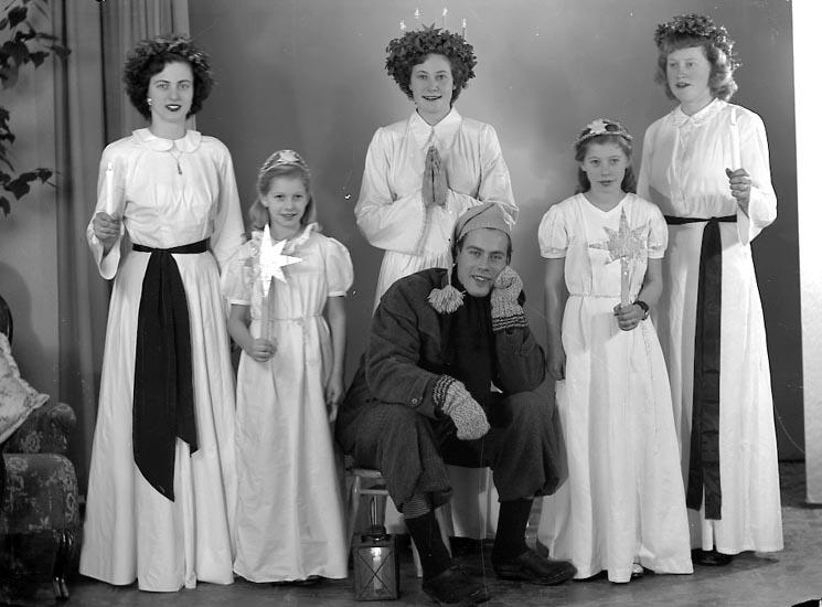 Lucia med tärnor och tomtenisse år 1949.