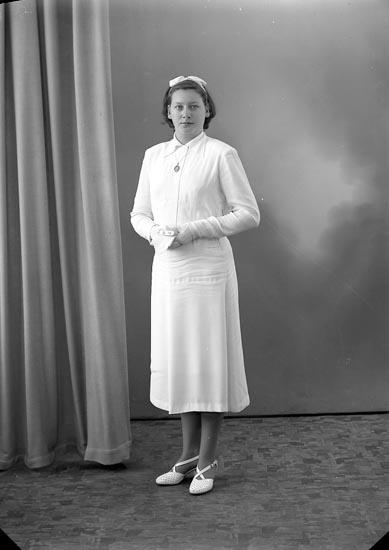 "Enligt fotografens journal nr 7 1944-1950: ""Hake, Fr. Ingrid Kollugneröd Svanesund""."