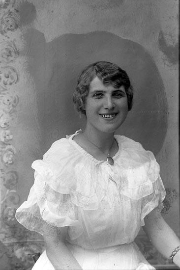 """Enligt fotografens journal Lyckorna 1909-1918: """"Bohlin, Fr. Pensionatet Lyckorna""""."""