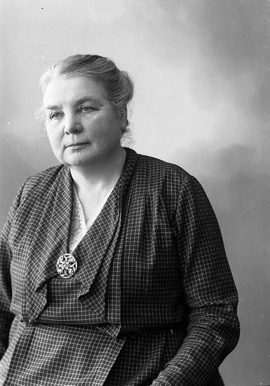 "Enligt fotografens journal nr 6 1930-1943: ""Norberg, Fr. Ebba Dala Ödsmål""."