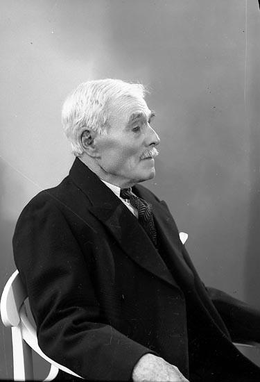 "Enligt fotografens journal nr 6 1930-1943: ""Wallin, Niklas Stenungsund""."