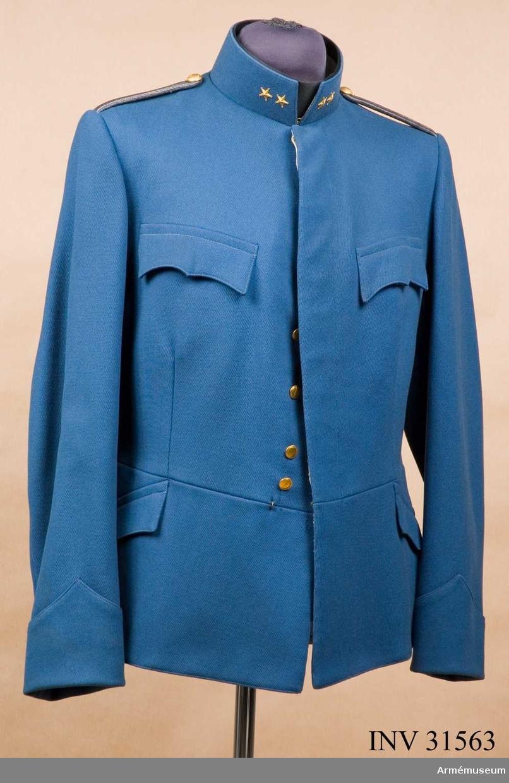 Grupp C I. Ur uniform m/1899-1910 för officer vid kavalleriet, Livregementets dragoner.