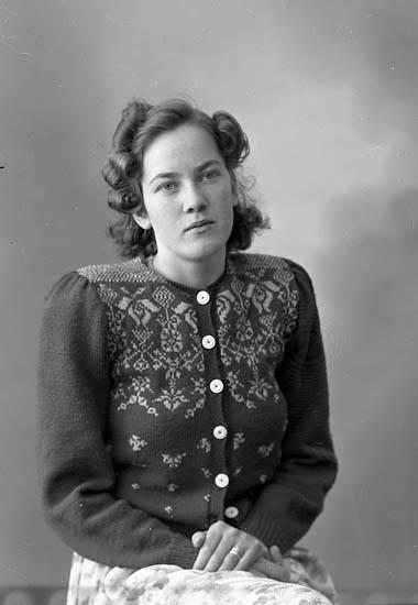 "Enligt fotografens journal nr 7 1944-1950: ""Andersson, Fr. Ann-Marie St. Höga""."