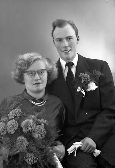 "Enligt fotografens journal nr 8 1951-1957: ""Andersson, Sven Erik Box 21 Värö Backa""."