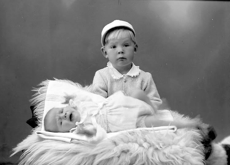 """Enligt fotografens journal nr 7 1944-1950: """"Rudbäck, Fru Ön""""."""