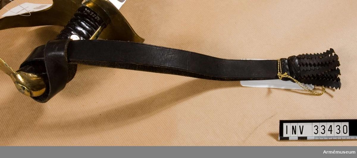 Grupp C I Ur uniform m/1856 för manskap vid Jämtlands hästjägarkår. Livplagg. Fastställd år 1856. Består av vapenrock, mössa, plym, byxor, kartusch med rem, koppel, sabelhandrem.  Samhörande nr är AM.33423-30