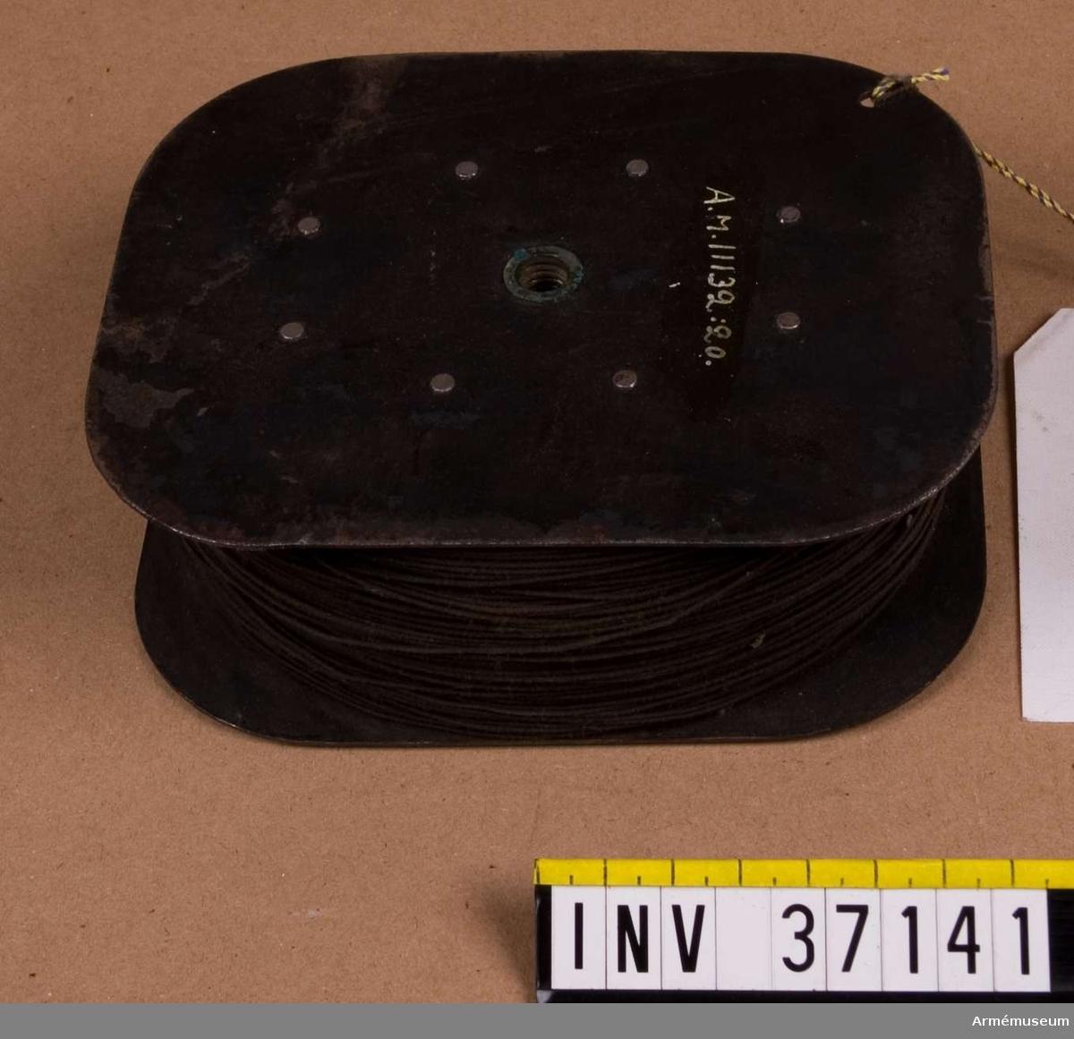 Grupp H I.  Vinda utan axel och vev.  Samhörande nr AM.037122-AM.037143, delar till patrulltelefon.