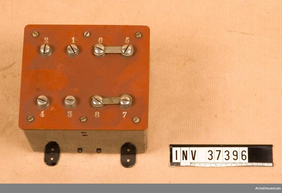 Samhörande nr 37393-407, telefoner med tillbehör i låda. Grupp H I.