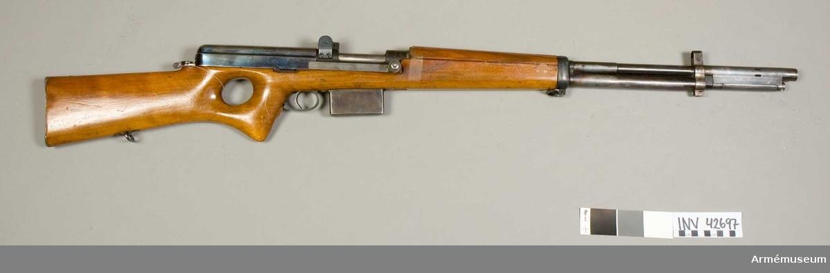 Grupp IV e. Halvautomatisk gevär fm/1940.
