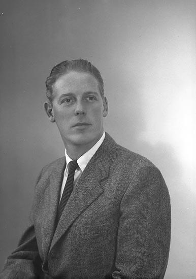 """Enligt fotografens journal nr 9 1958-: """"Skeppstedt, Ragnar Verkm. Skånska C. Stenungsund""""."""