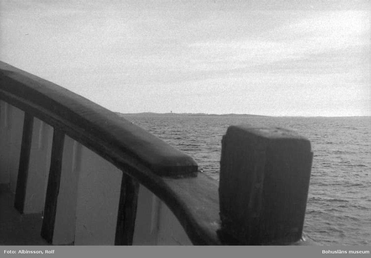 """Enligt fotografens noteringar: """"Från fören på väg mot Smögen.""""  Fototid: 1996-03-07."""