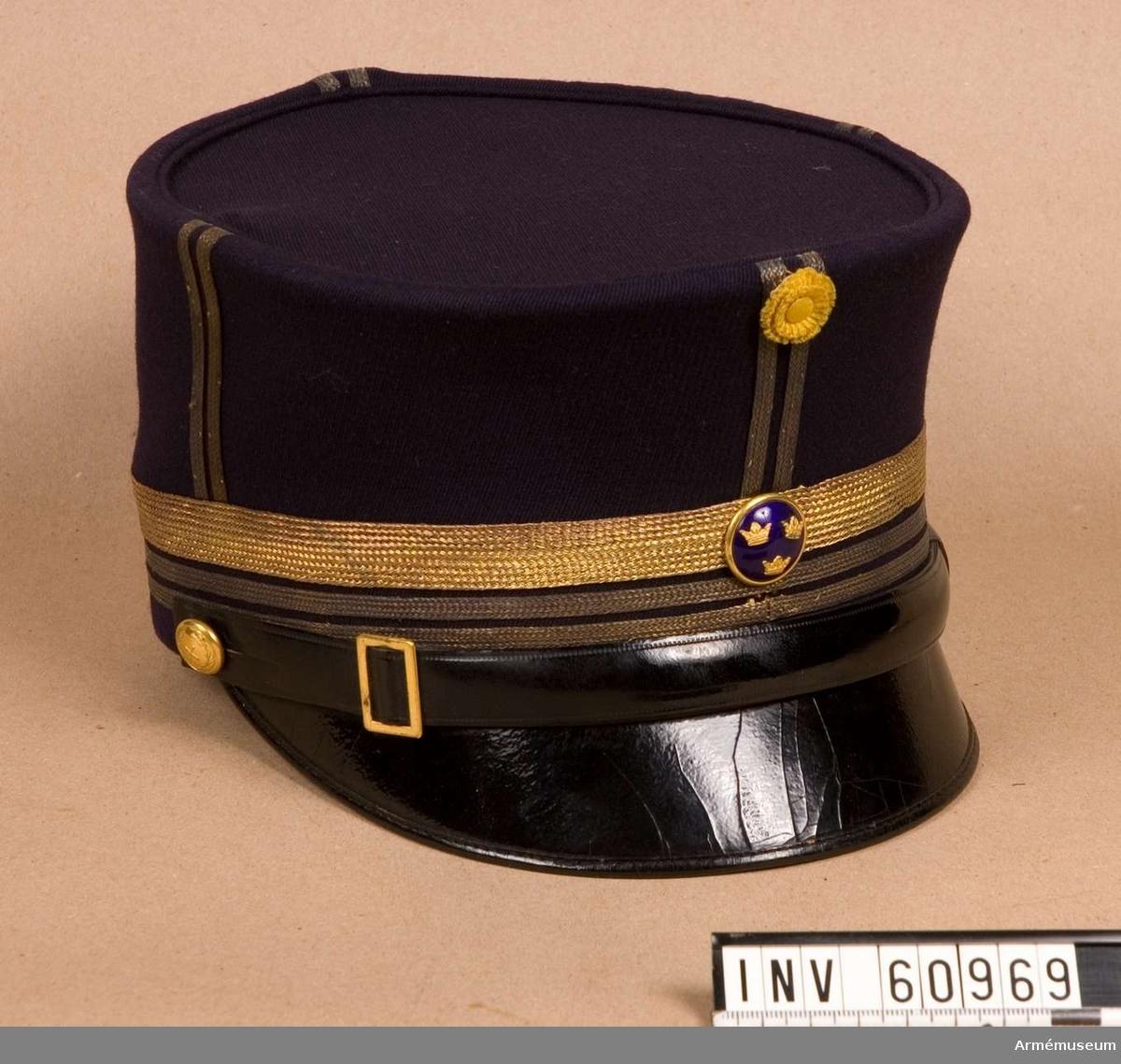 .Grupp C I.    Ur uniform för överstelöjtnant vid Generalstaben, bestående av  vapenrock, långbyxor, ridbyxor och mössa.