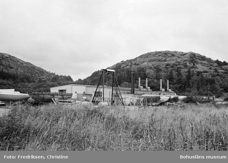 """Motivbeskrivning: """"Lysekils båtvarv, Lysekil."""" Datum: 19800909"""