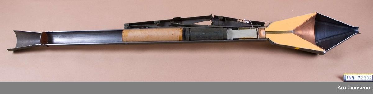 Grupp F II. Pansarspränggranaten saknar tänrör med skyddshuv.