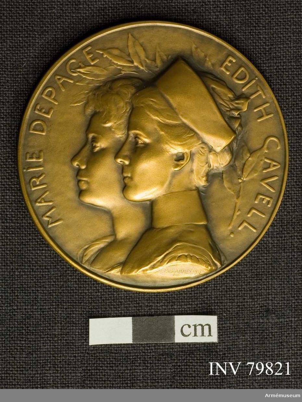 Grupp M II. Minnesplaketter för Röda Korset föreställande Marie Depace och Edith Cavell