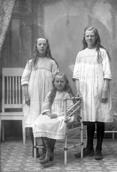Systrarna Olga, Ester och Astrid Foss 1923.