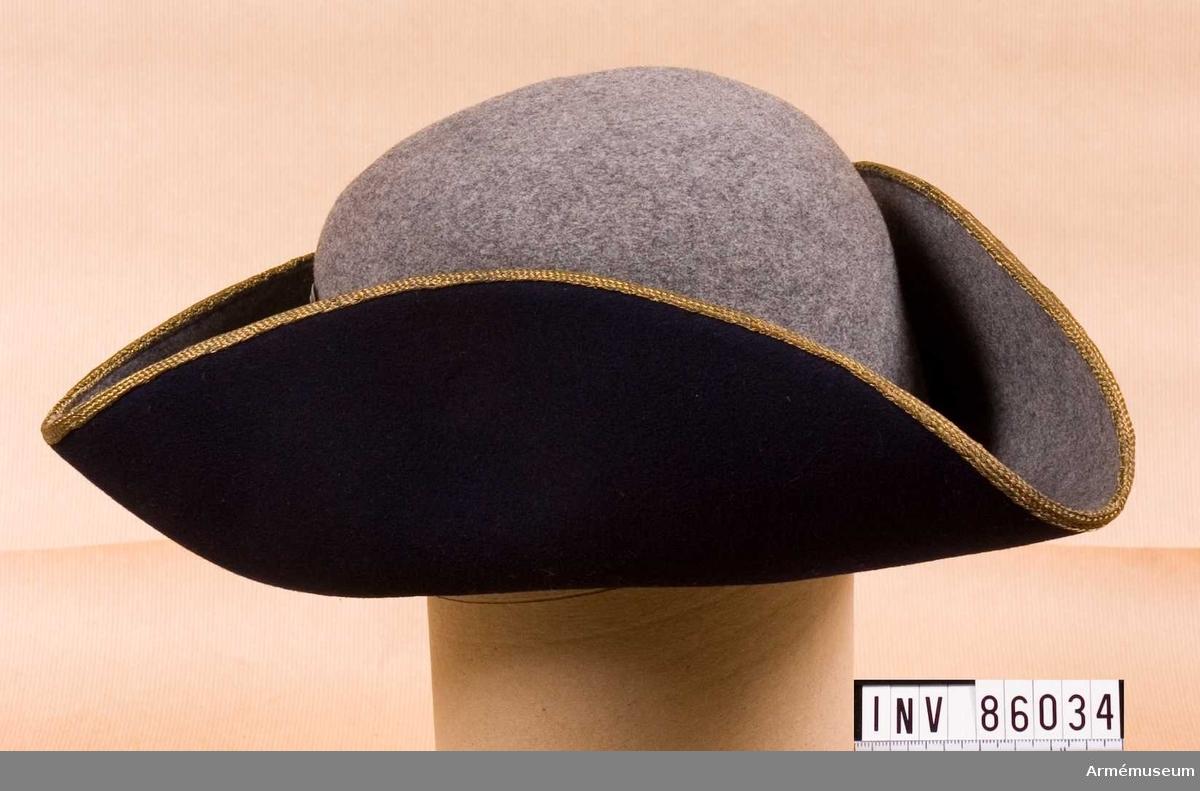 Grupp C I. Ur uniform bestående av vapenrock m/1910 med axeltränsar, långbyxor med  hällar, hatt, 2 st ärmbindlar, 1 par gula handskar.