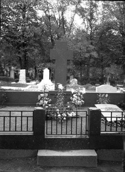 """Uppgift enligt fotografen: """"Uddevalla. M. Lundbäcks grav."""""""
