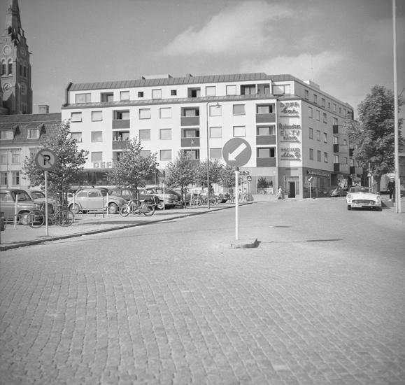"""Text till bilden: """"Nya byggnader i Lysekil. 1959-60"""""""