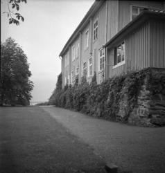 Vy mot Koljefjorden från huvudbyggnaden på Morlanda Säteri