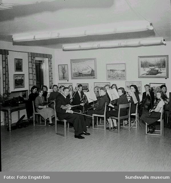 Skolorkester. Fotograferingen beställd av Sköns skolstyrelse.