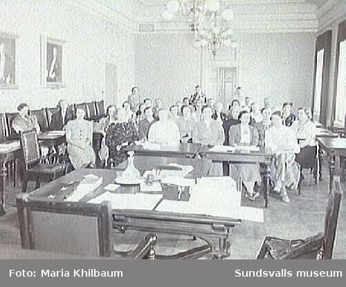 Kvinnor i Fullmäktigesalen, Stadshuset.