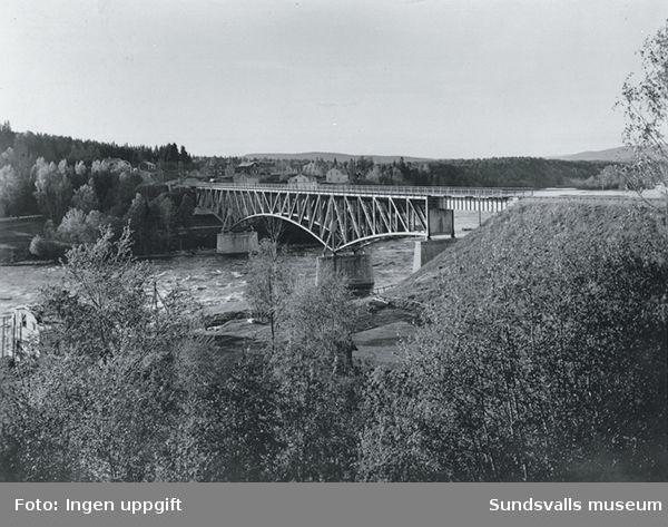 Järnvägsbron över Indalsälven i Bergeforsen.