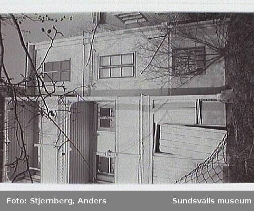 Bostadshus, Repslagarevägen 3. Huset ska säljas och renoveras. Snickerierna är bäst bevarade på södra fasaden.