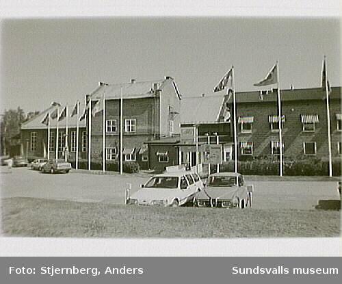 Industriminne. Sliperiets lokaler är nu AMU. Arbetarbostäder V om Bruket. Förmansbostad V om flottningsränna och bruket.