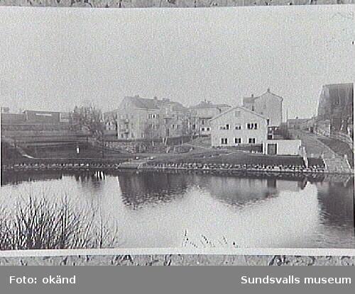 """Fr. v. Nya Ålderdomshemmet, sjukhemmet (f.d. Lindgrenska rbetsinrättningen) och Gamla Ålderdomshemmet (""""Stenhuset"""")."""