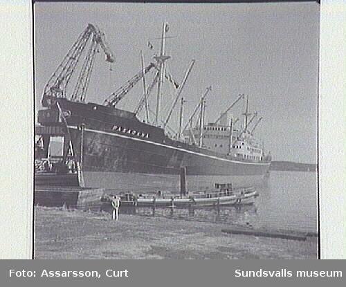 """Fartyg """"Pasadena"""" i Sundsvalls hamn."""