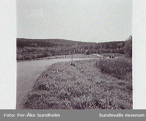 Vy från N över Sidsjöområdet, vägen mot SOK-stugan (Bodvägen) där anslutningen för E14 till E4 är tänkt att gå rakt över.