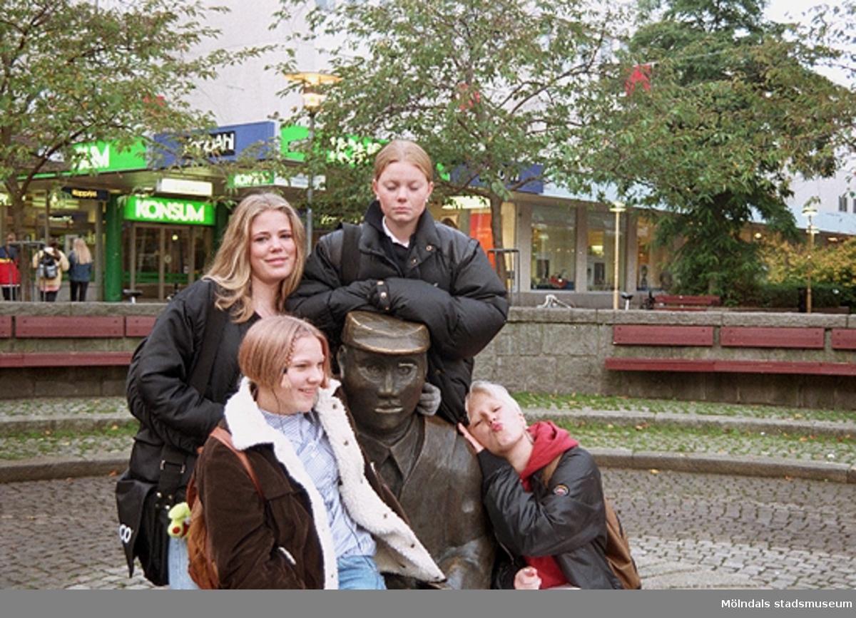 MMF1996:1274-1282 Åbyskolan 8A grupp 2.MMF1996:1283-1298 Åbyskolan 8A grupp 3.  Se även MMF1996:0913-0940.