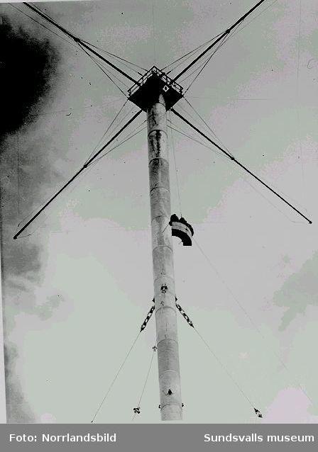 De år 1953 resta radiomasterna vid rundradiostationen i Ljustadalen försågs med staglinor på tre våningshöjder - 60 meter, 129 meter och 195 meter. För underhållsarbete försågs masterna med en utvändig hisskorg.