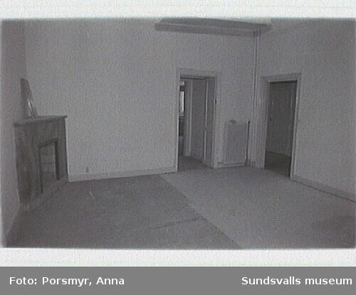 Fotodokumentation plan 1 trappa.01:Hörnrum Centralg/Storg02: Första rummet t vä (N), mot gården efter hallen.05 Rum mot gården.