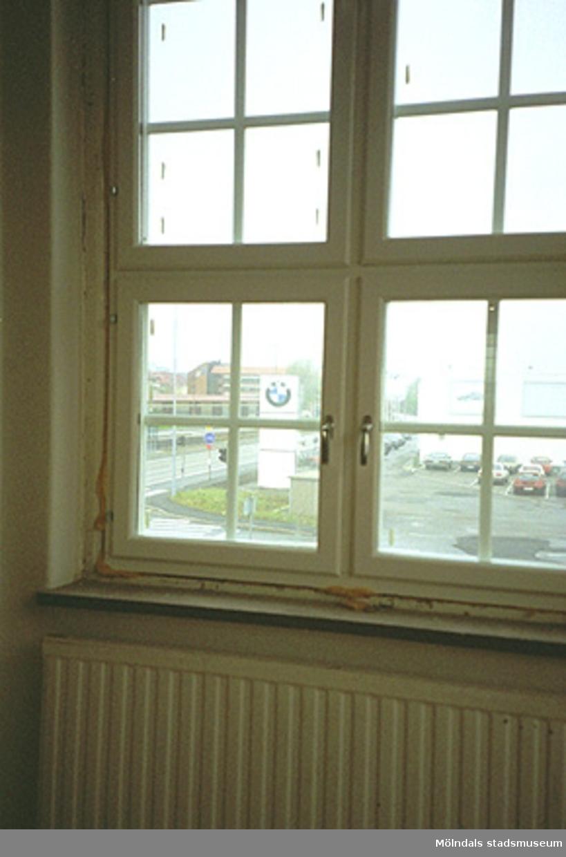 Fönster i en industribyggnad, Göteborgsvägen 62, november 1994.