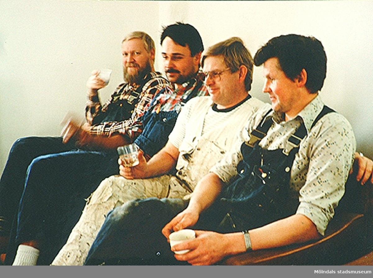 Fyra män som arbetade tillsammans med Mölndals museums uppbyggnad. Från vänster: Olle Andersson, Anders Palmgren, Alf Garthman och Sven-Åke Svensson. 1980-tal