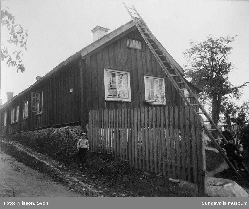 Parti av Holmgatan, från norr