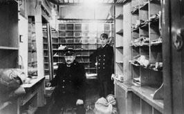 Postkupé inom NND omkring år 1920. Den sittande mannen är troligen öpj Karl Eklund, f. 13.8.1869.
