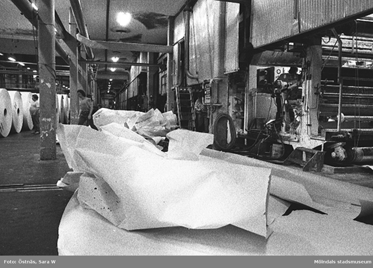 Papper. Bilden ingår i serie från produktion och interiör på pappersindustrin Papyrus.