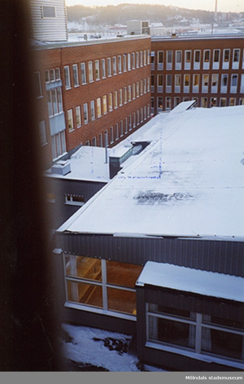 Astra Hässle AB, Pepparedsleden 1, Tingshuset 4 hus M, Östra Balltorp. Från öst. Cirka december 1998.
