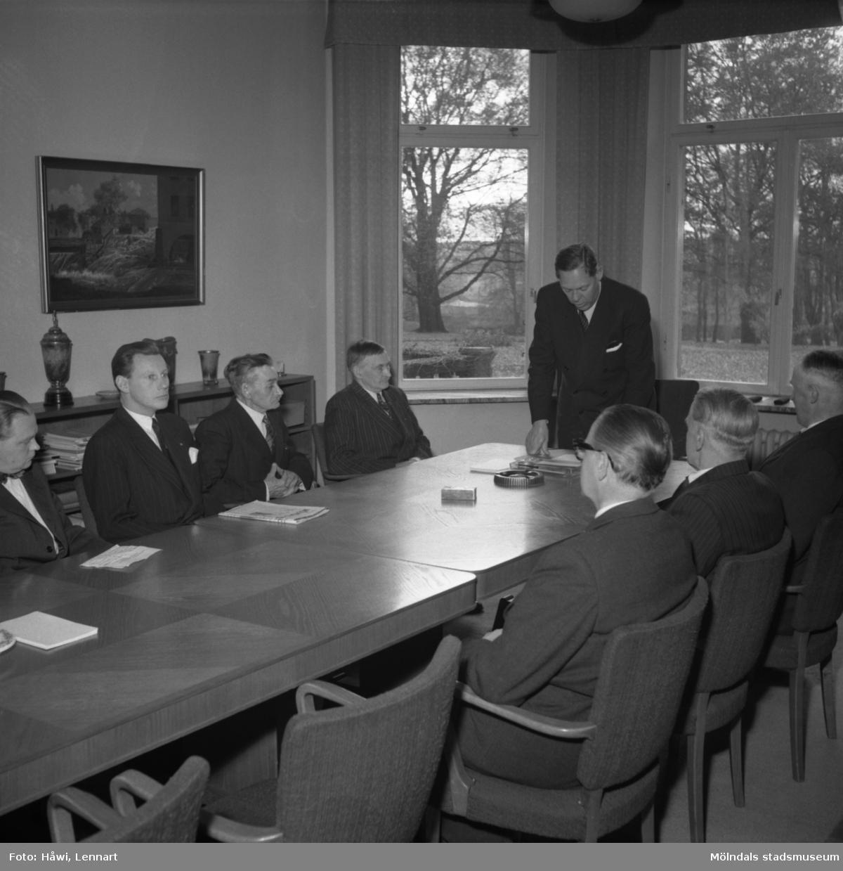 Ljungaskogs AB, utdelning av minnesgåvan. Papyrus i Mölndal, 15/11 1955.