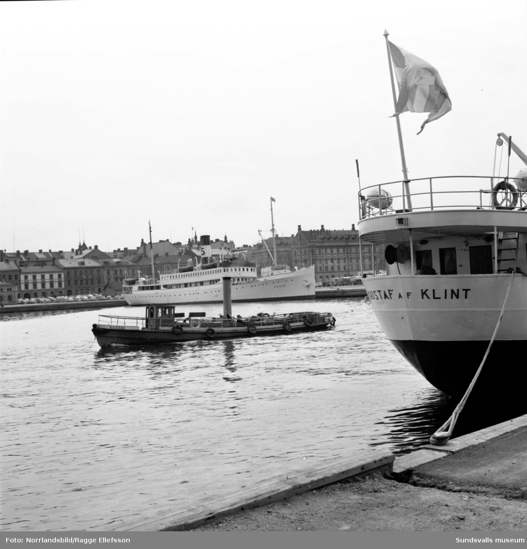 Båtarna Ragne och Gustaf af Klint ligger vid kaj i Sundsvalls hamn.