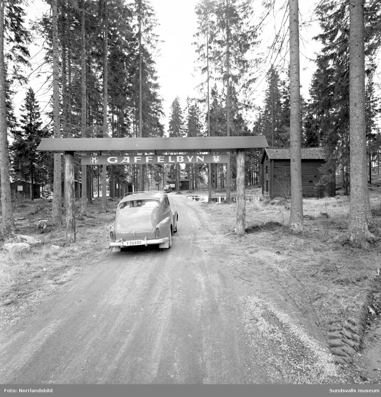 Gaffelbyn, bilturiststugorna på Norra berget. Exteriör och interiörbilder.