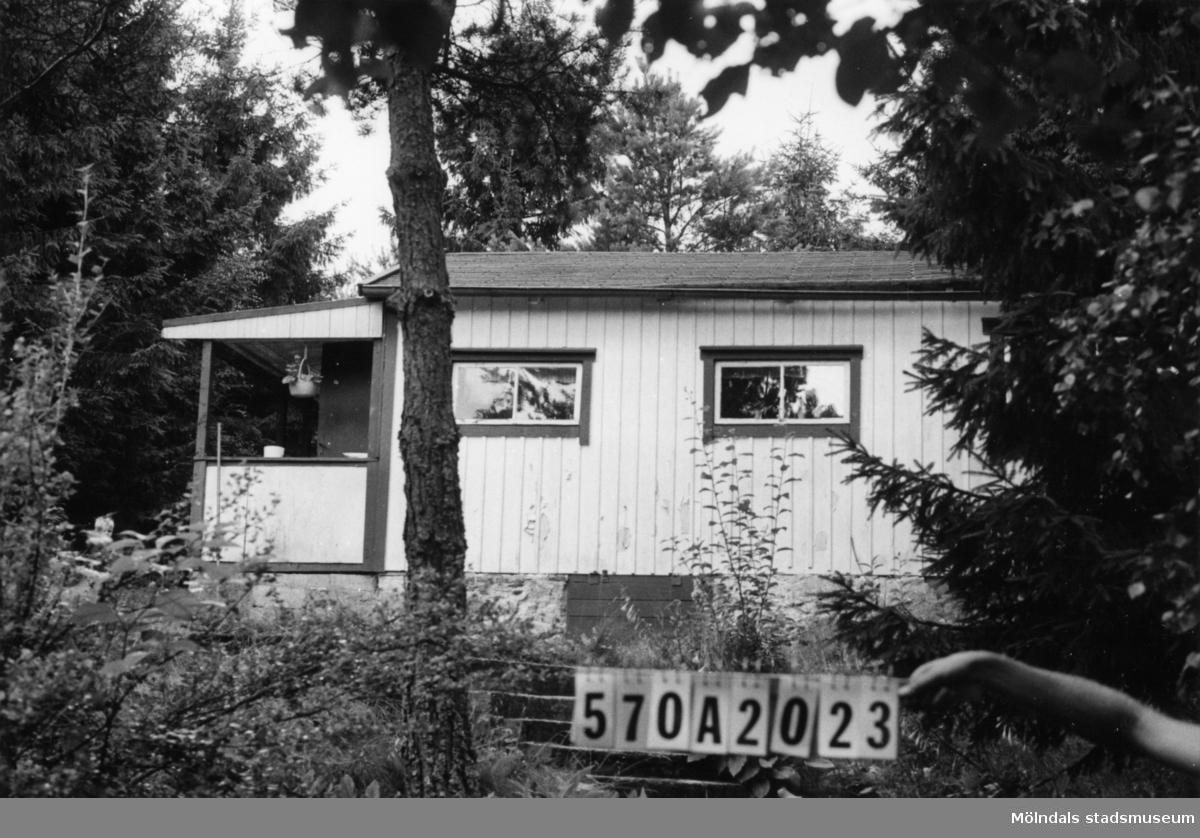 Byggnadsinventering i Lindome 1968. Annestorp 6:41. Hus nr: 570A2023. Benämning: fritidshus och redskapsbod. Kvalitet: mindre god. Material: trä. Tillfartsväg: framkomlig. Renhållning: ej soptömning.